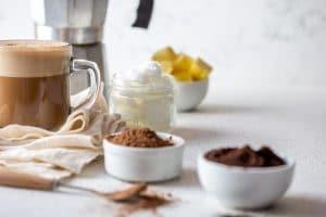 Kaw z olejem kokosowym przepis