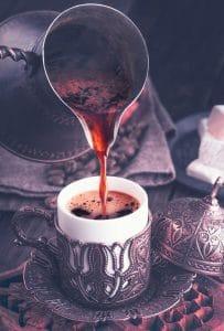 Przygotowanie kawy po Turecku
