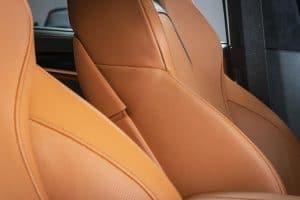 Czyszczenie skóry w samochodzie