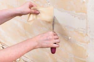 Sposoby usuwania tapety ze ściany