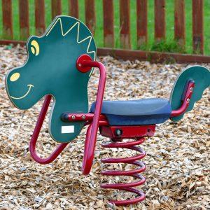 Jak zaaranżować plac zabaw dla dziecka w ogrodzie?