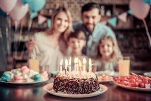 Dekoracja tortu urodzinowego