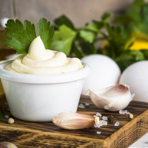 Jak zrobić sos czosnkowy